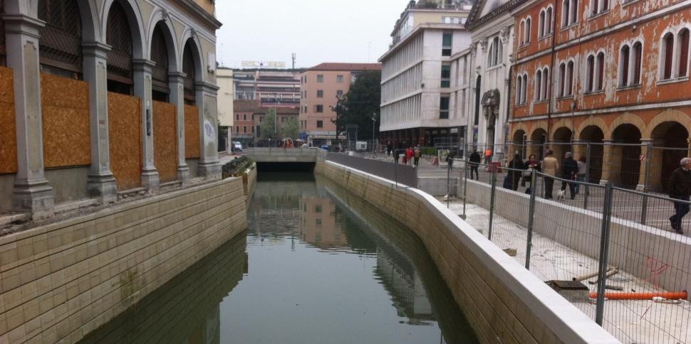 via Poerio, marzo 2014