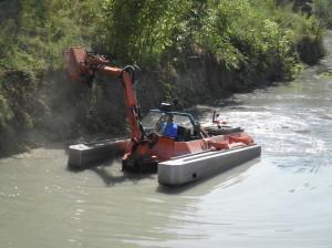 Sfalcio con barca conver